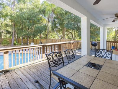 Relax and Enjoy your Visit to Tampa in the Tropical Pool House!