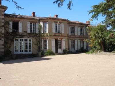 Great Italian villa with its park, swimming pool and tennis