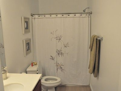 Las Vegas townhome rental - Upstairs Common Bathroom