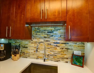 Kihei condo rental - Ultra contemporary glass tile