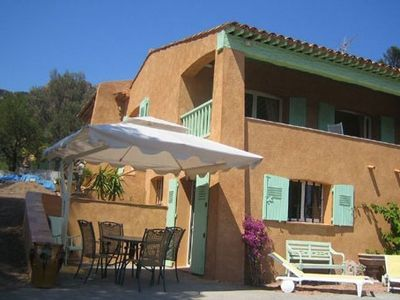 2 bedroom apartment, all mod cons with panoramic view of the Agay bay