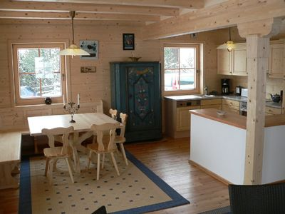 Falkertsee chalet rental - Open kitchen with dining corner