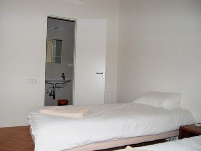 La Ribera El Borne apartment rental - Second bedroom set up with 2 single beds + ensuite bathroom