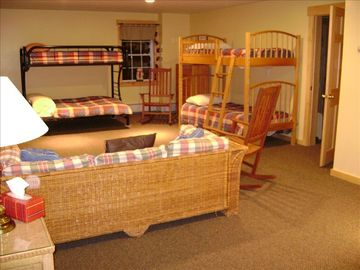 Bunk room/family room sleeps 6 w/full bath