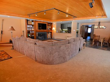 Keystone condo rental - Spacious living room and dining room