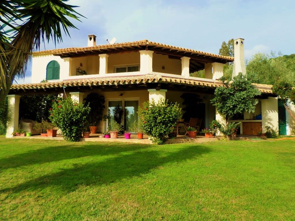 Accommodation near the beach, 130 square meters, with garden