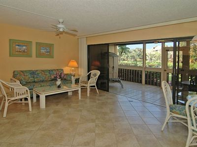 Living/Dining Area with a View of Lanai