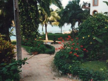 Romantic, Tropical Gardens for Relaxation