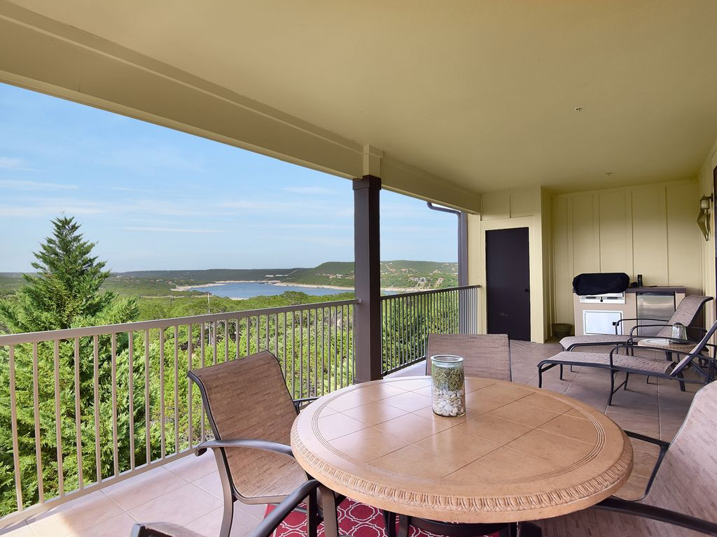 Beautiful Villa with Lake Travis and Hill Country Views at the Hollows Resort