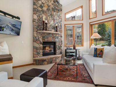 4 Bedroom Chateau in West Vail, 100 yards to bus stop, outdoor hot tub, sleeps 8