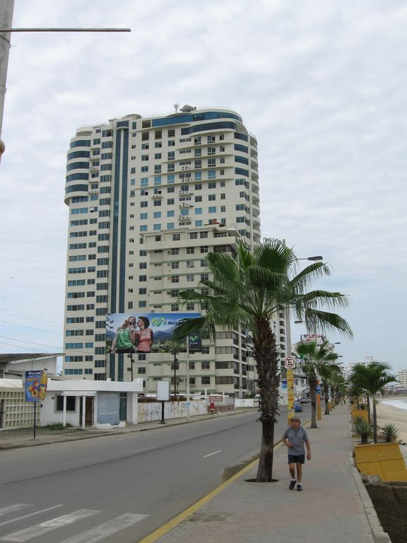 20th Floor Spectacular Condo on the Malecon!