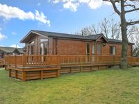 41 DUCK LAKE, with pool in Tattershall Lakes Country Park, Ref 22510