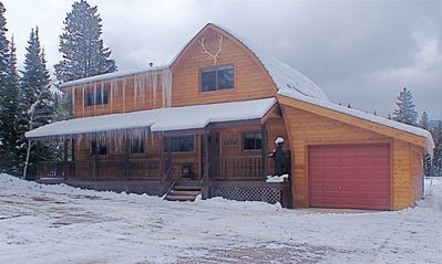 Stay in This Beautiful Cabin,  Only 8 Miles from Yellowstone Park