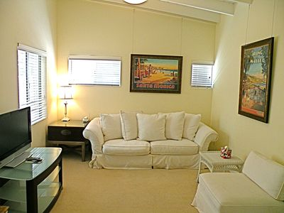 Malibu house rental - Relax in the den. Or use with Master to create a 2 bath 2 room Master Ste.