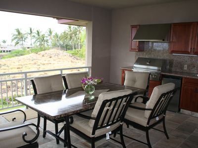 Large Lanai with outdoor kitchen