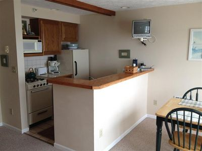 Fully equipped kitchen nook