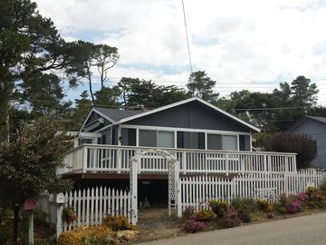 Cambria house rental - Fourteen Doors Cottage located only 14 doors from Moonstone Beach.