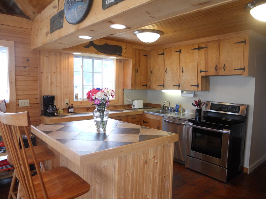 Boothbay Harbor house rental - Kitchen with harbor view