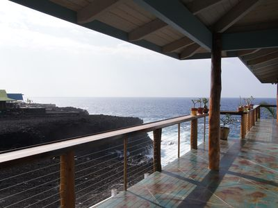 Milolii house rental - South deck off the master bedrooms