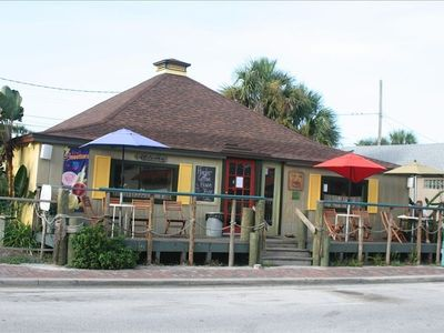 Flagler Avenue - places to eat and shop less than a mile from condo