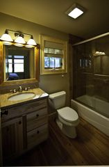 Sapphire cottage photo - The master bath has that mountain feel.