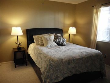 Guest Bedroom w/Queen Bed with Memory Foam Mattress