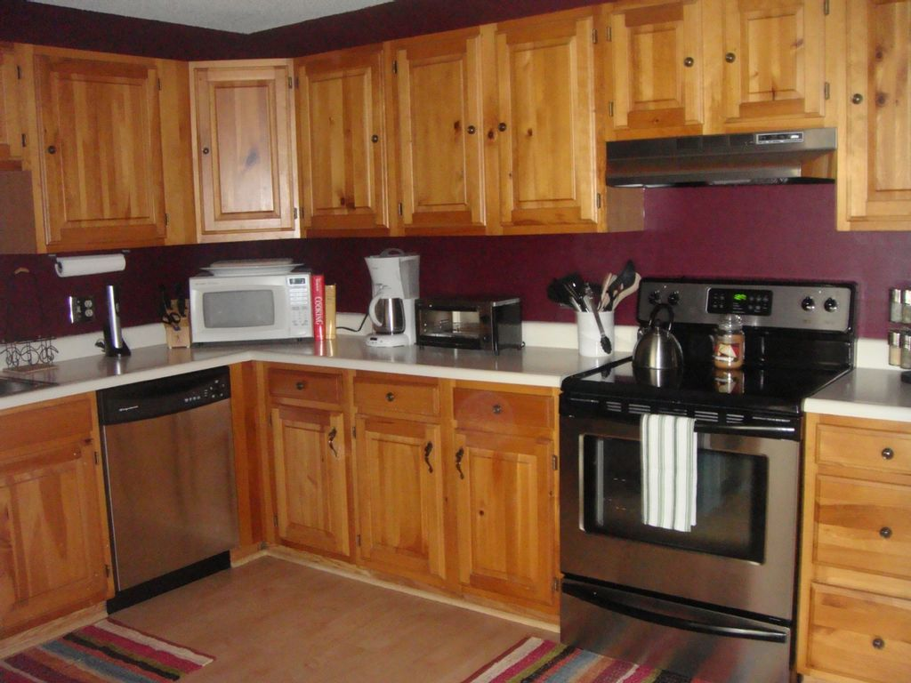 2br ac condo w modern decor near storyland homeaway for Well decorated kitchen