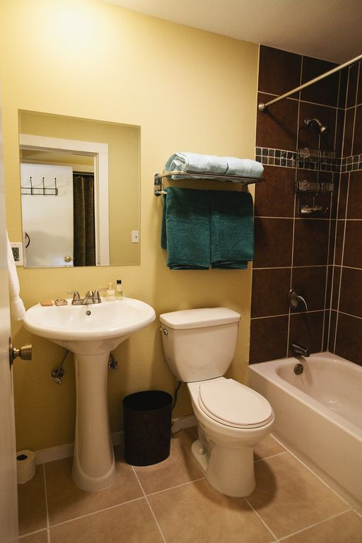 West Suite full bathroom.