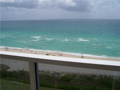 beautiful unit by the ocean,Gym,table tennis private pool free valet parking,