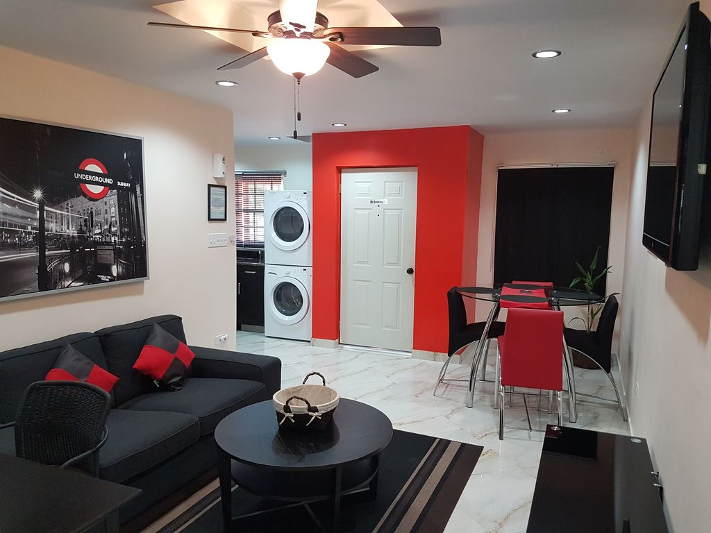 Modern and spacious 1 bedroom apartment in vrbo for Modern 1 bedroom apartments