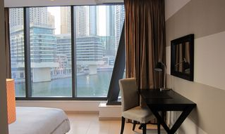 Dubai Marina & Al Sufouh apartment photo - Bedroom desk