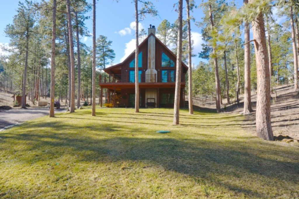 ShadyPines Cabin In The Black Hills w/Hot Tub & Centrally Located to Attractions