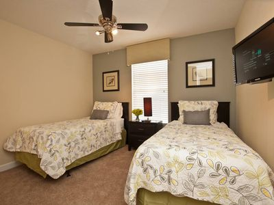 GUEST BEDROOM WITH 2 TWIN BEDS-UPSTAIRS
