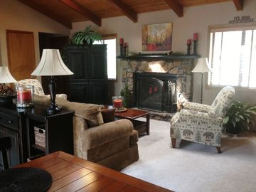 Flagstaff cabin rental - You've arrived! Casual stylish comfort in this adorable cabin!