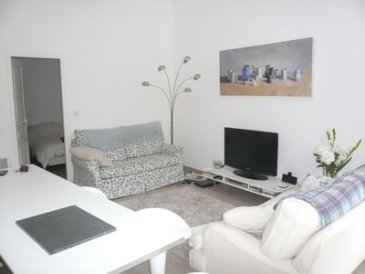 Stylish 1 Bed Apartment With Great Views Within Walking Distance To Everything.