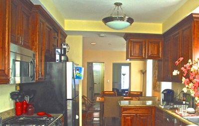 One Block from Union Station Metro & Walking to All Action & Tourist Attraction!