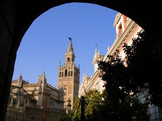 Cortes de la Frontera villa photo - The tower of La Giralda in Sevilla, two hours by car from the villa