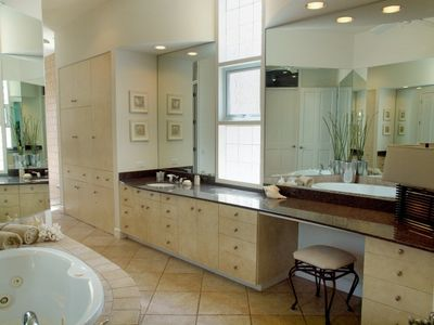 Lakeway estate rental - Master Suite has Jetted Tub, Indoor & Outdoor Shower, Bidet