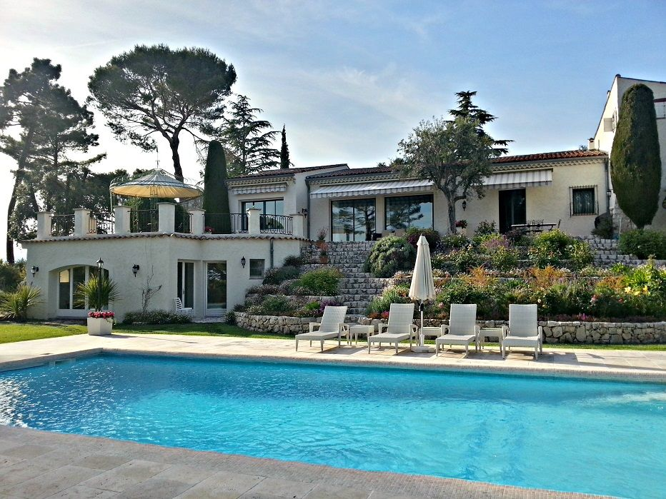 6 bedroom villa near the beach in cannes grasse for Deep swimming pools for garden