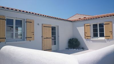 Lovely new home of 7 persons located in the center of the island