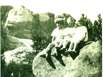Mt Rushmore before completion. Children include owner's father, uncle, aunt.