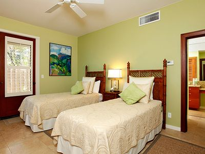 Twin bedroom with Tommy Bahama furniture