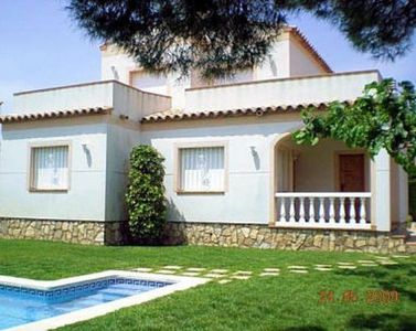 COSTA DORADA, VILLA WITH PRIVATE POOL FOR 8 PEOPLE