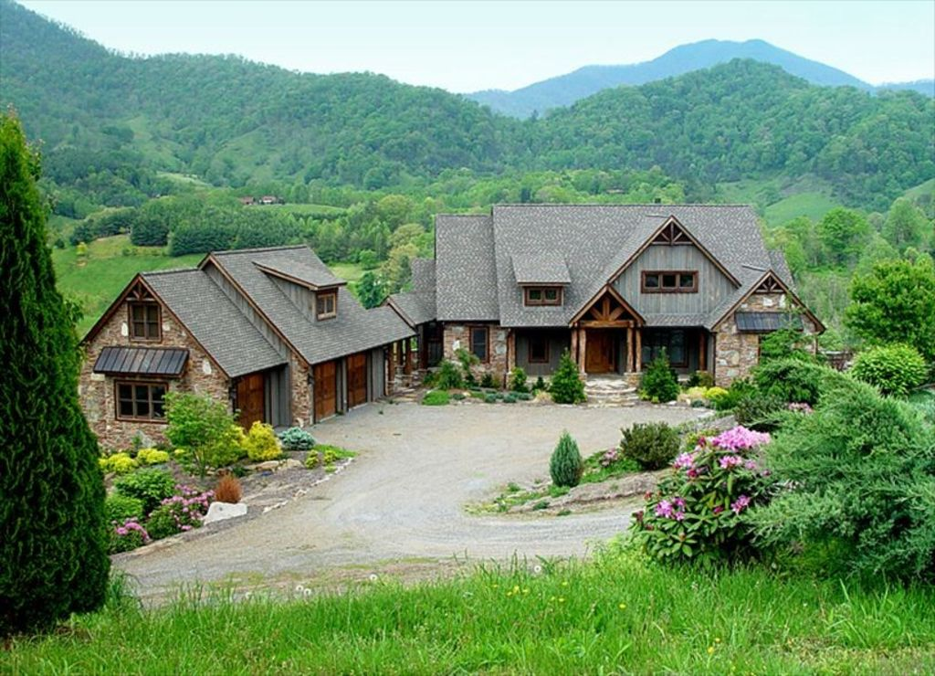 Magnificent 6br luxury riverfront mountain homeaway for Homes in the mountains