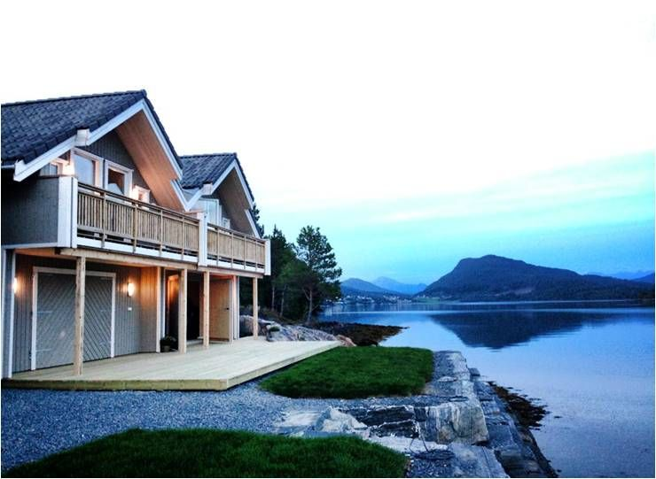 Modern holiday home at Ålesund, directly at the fjord with a great view