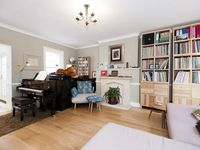 Sunny cottage in the heart of Hampstead
