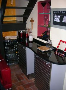 Bar area in Italian moderno.