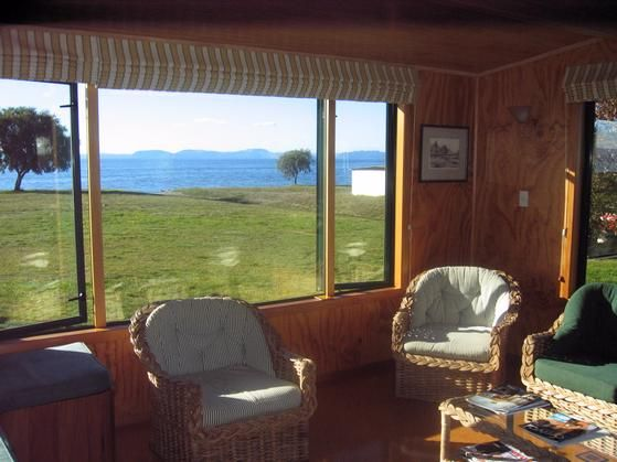 Lakeside lodge on Lake Taupo