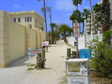 Beach Access to Siesta Beach 50 yards from Villa