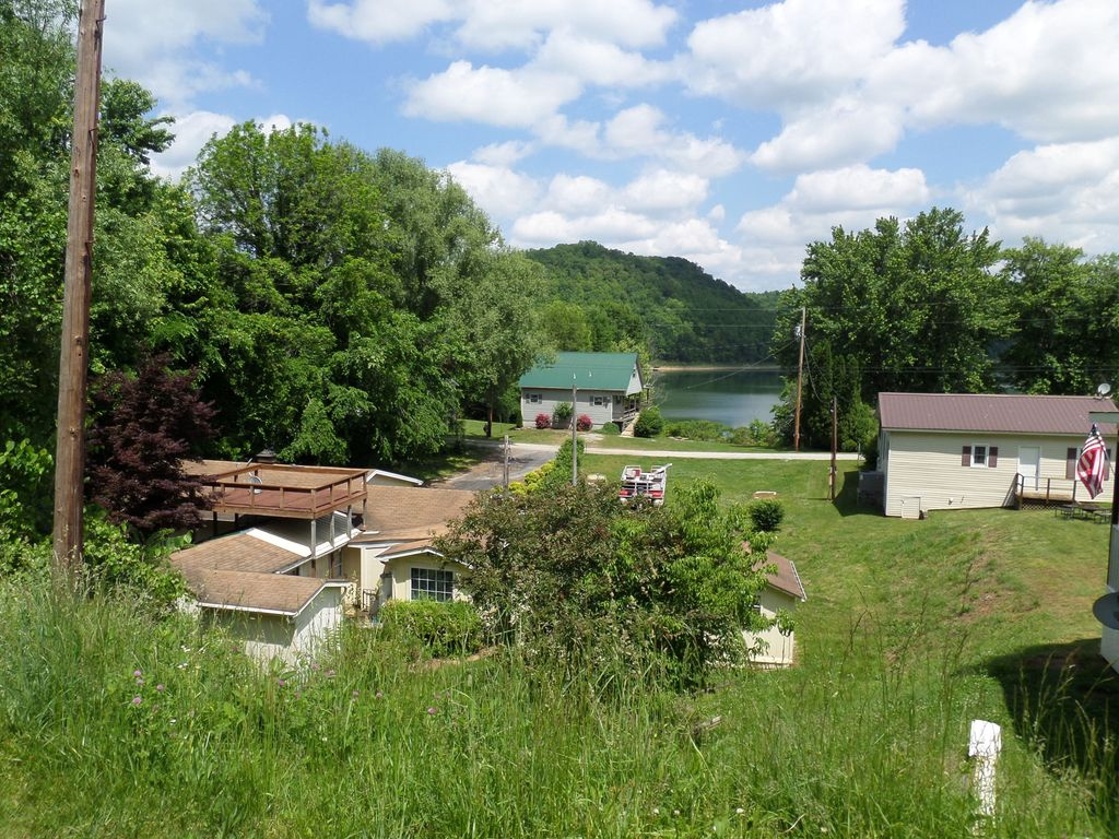 Cookeville center hill family or fishing vrbo for Fishing cabins in tennessee